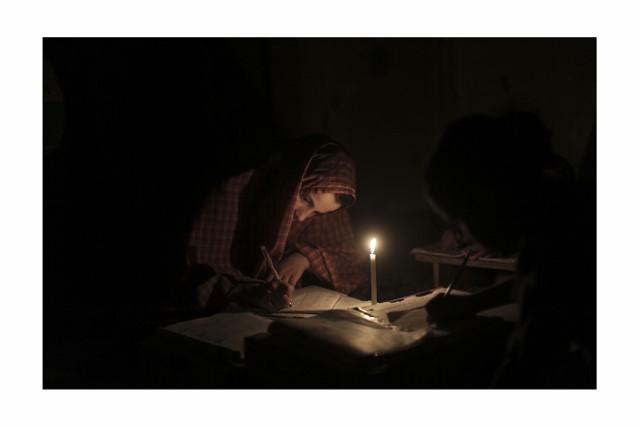 ali_nouraldin_power_cut_in_jabaliya_refugee_camp_02