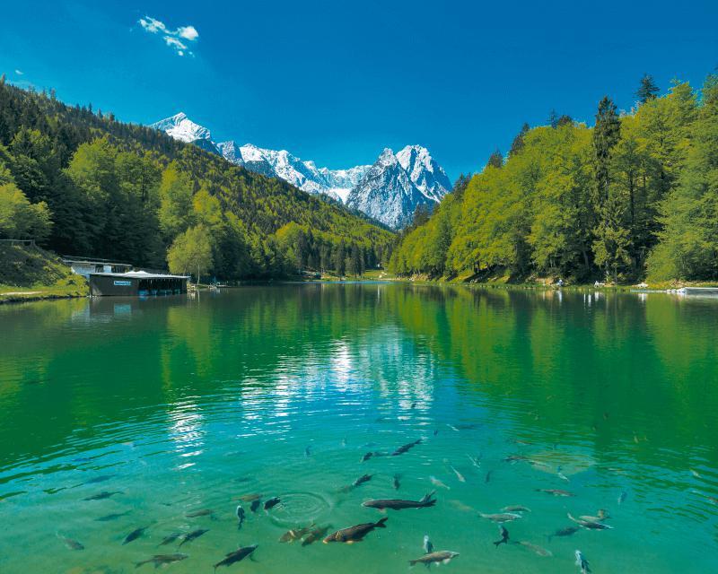 florian-werner-seeblick-in-den-bergen