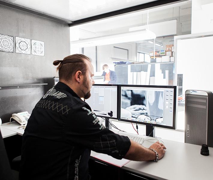 professionelle-bildbearbeitung-im-fotolabor2x